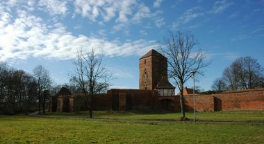 Wittstock - Blick auf Stadtmauer und Amtsturm