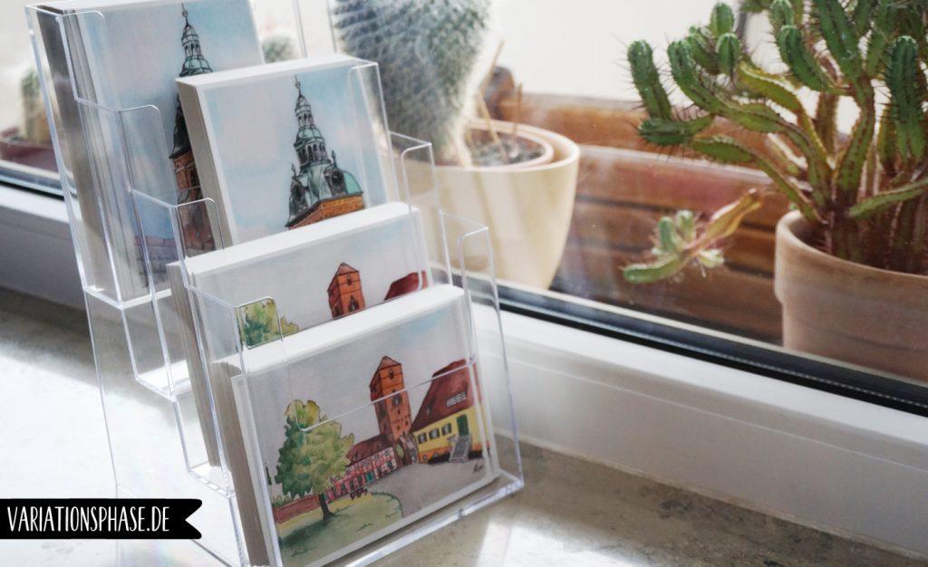 Postkarten im Aufsteller